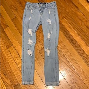Very cute ripped jeans.. all open none patched